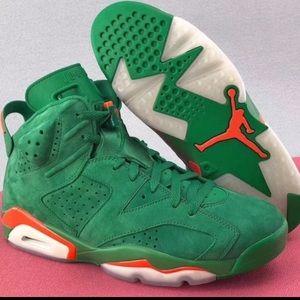Men's Nike Retro Green Gatorades size 13.